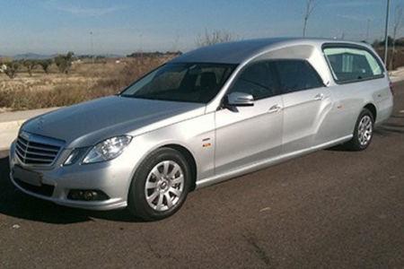 Corbillard-limousine-5places-mercedes-212-viol1