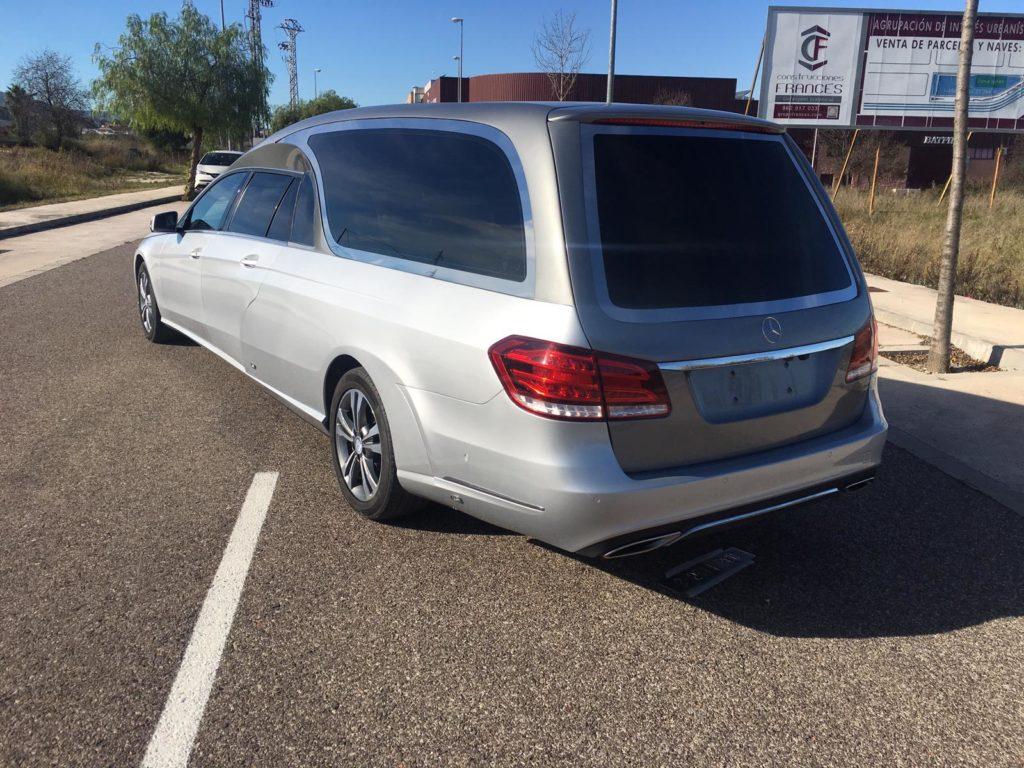 Vue arrière limousine funéraire 5 places