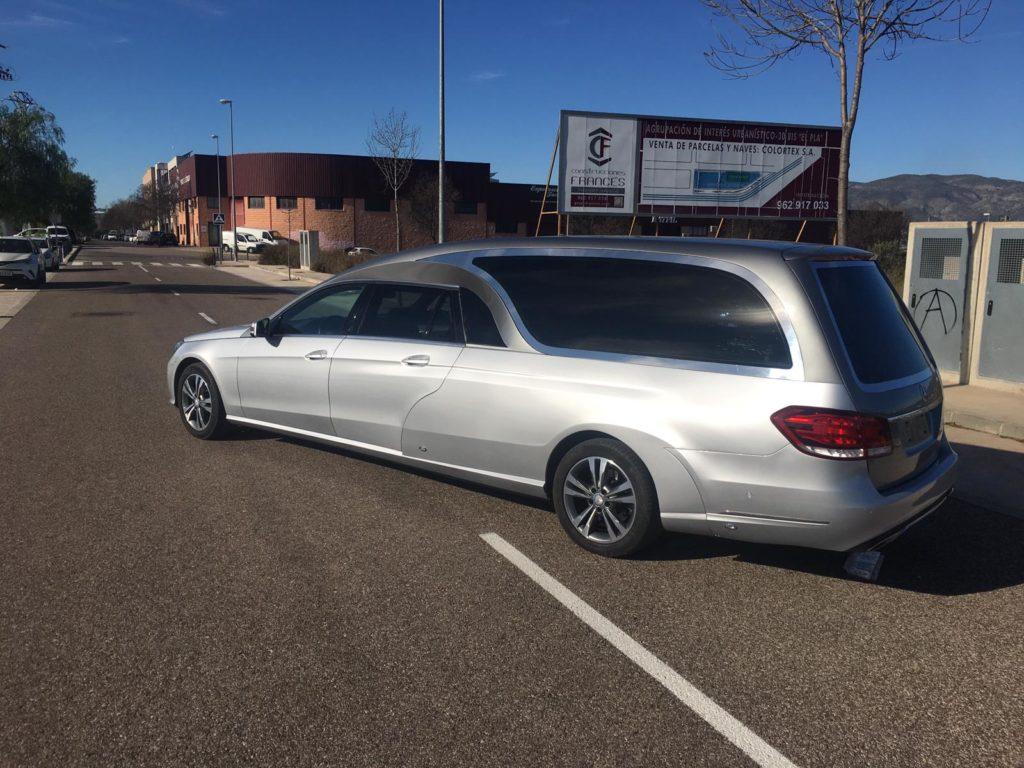 Limousine funéraire 5 places